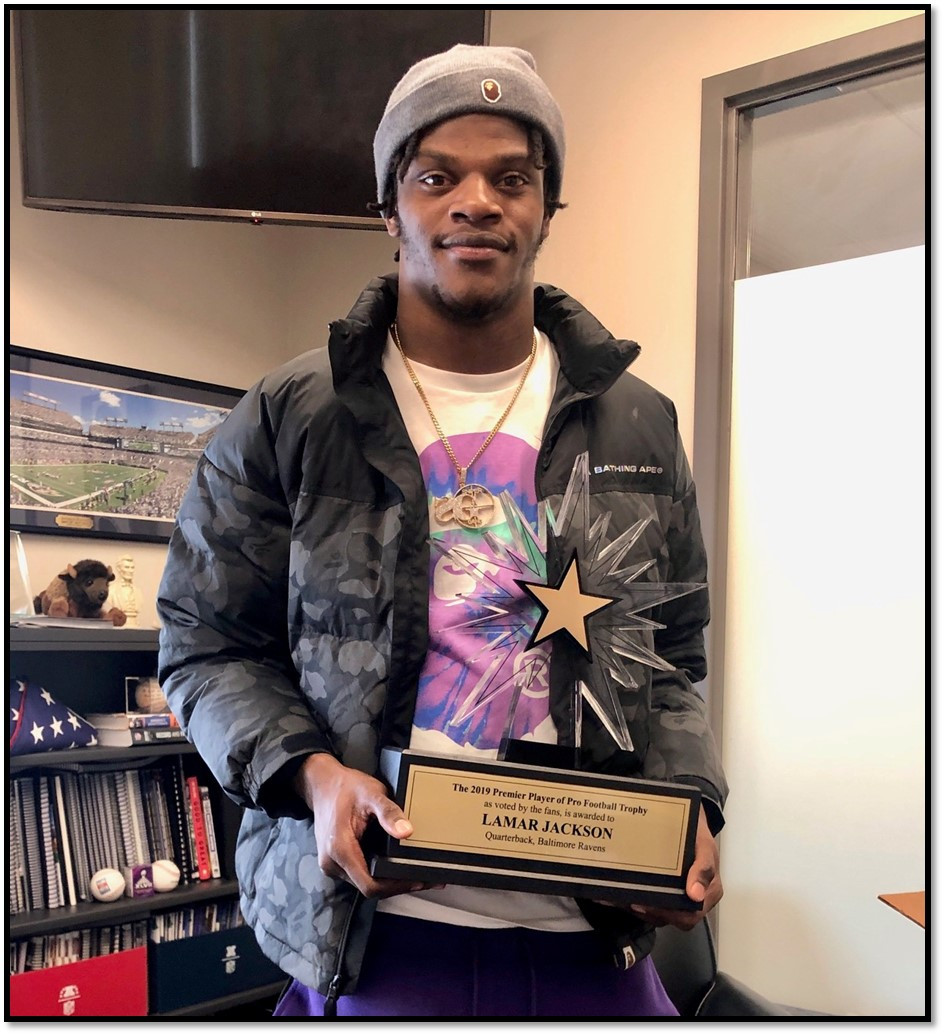Lamar Jackson with PP Trophy with border