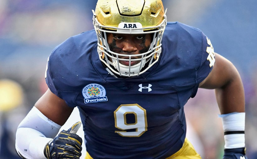 Notre Dame Nominates DL Daelin Hayes For Freddie Solomon Community Award